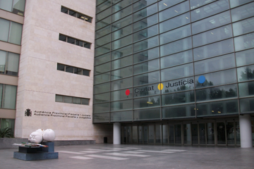 La Audiencia de Valencia condena a cuatro años de prisión a un maltratador que causó la muerte de su expareja tras hacerla caer por el hueco de una escalera
