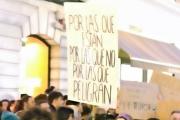 Manifestación, pancarta contra la violencia de género